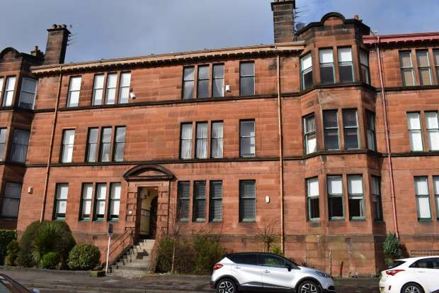 4 Bedrooms Flat for sale in 24 Darnley Gardens, Flat 2/1, Pollokshields, G41