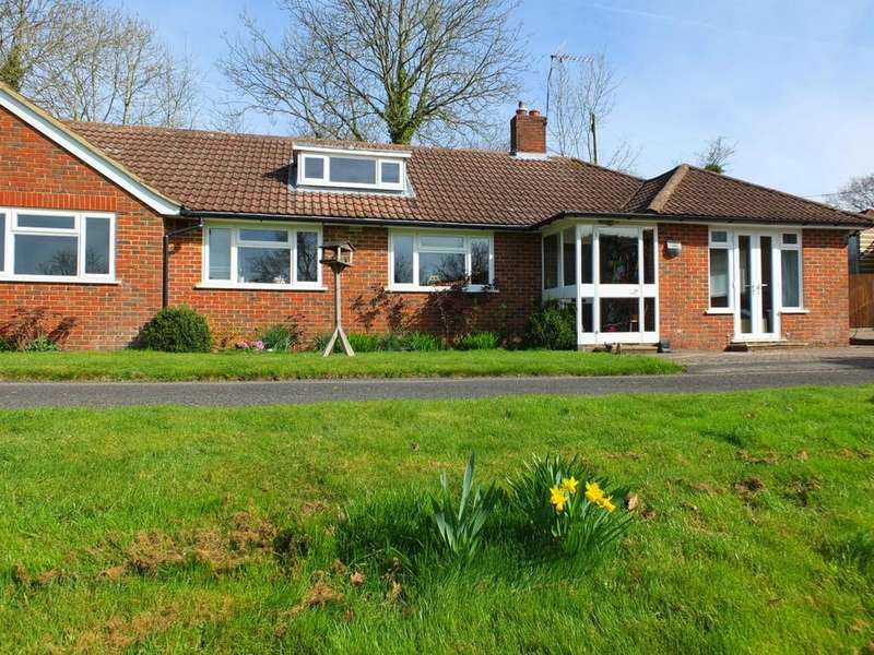 3 Bedrooms Bungalow for sale in Street Lane, Ardingly, RH17
