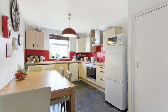 3 Bedrooms Flat for sale in Bolton Road, Stratford