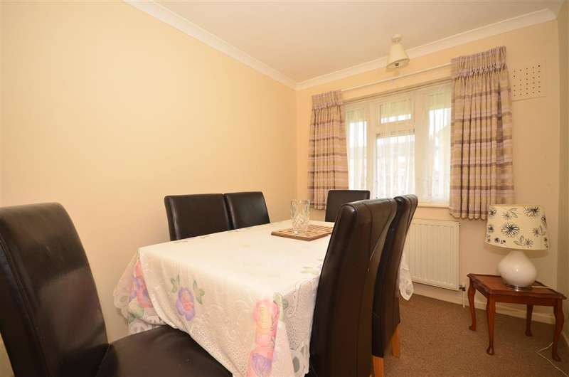 3 Bedrooms Flat for sale in Heathcote Avenue, Clayhall, Ilford, Essex