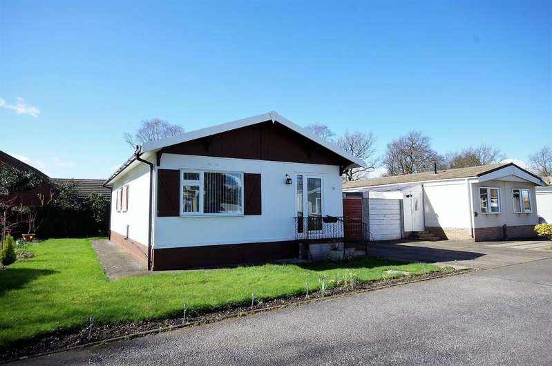 2 Bedrooms Park Home Mobile Home for sale in Broxburn Park, South Hykeham, Lincoln