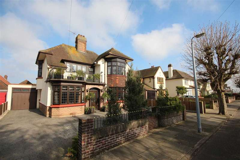 4 Bedrooms Detached House for sale in Lancaster Gardens East, Clacton-On-Sea