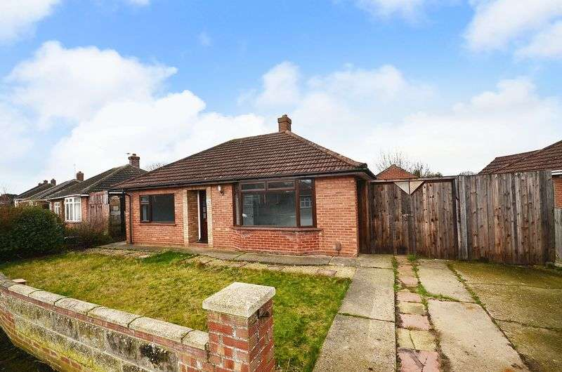 2 Bedrooms Detached Bungalow for sale in Sprowston, Norwich