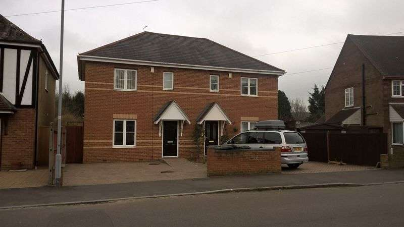 3 Bedrooms Property for sale in Rosslyn Crescent, Luton
