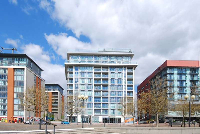 2 Bedrooms Flat for sale in Oxygen Apartments, Royal Docks, E16