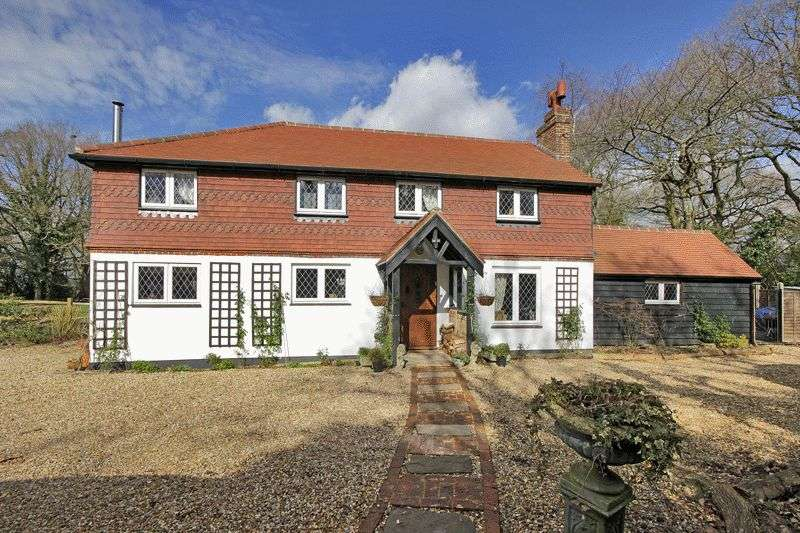 4 Bedrooms Detached House for sale in Dowlands Lane, Copthorne, Surrey