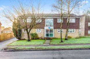 2 Bedrooms Flat for sale in Royal Oak House, Sandhill Lane, Crawley Down, West Sussex