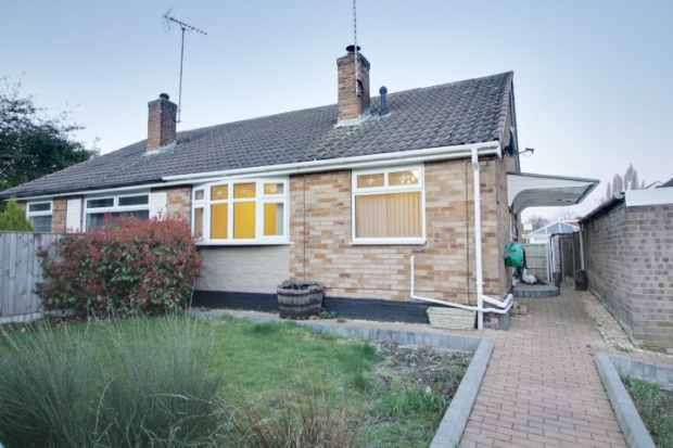 2 Bedrooms Semi Detached Bungalow for sale in Plum Tree Avenue, Mansfield, Nottinghamshire, NG19 0DH