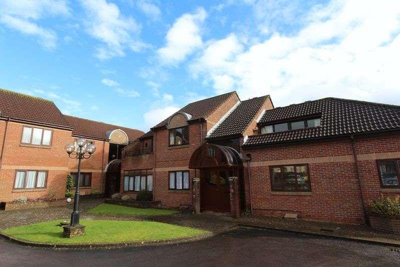 2 Bedrooms Flat for sale in Bush Court, Alveston