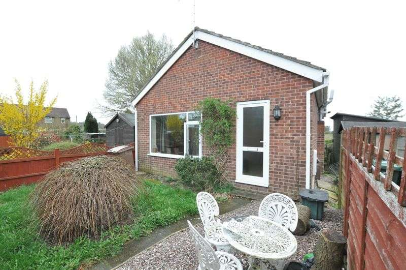 2 Bedrooms Detached Bungalow for sale in Appletree Road, Hatton