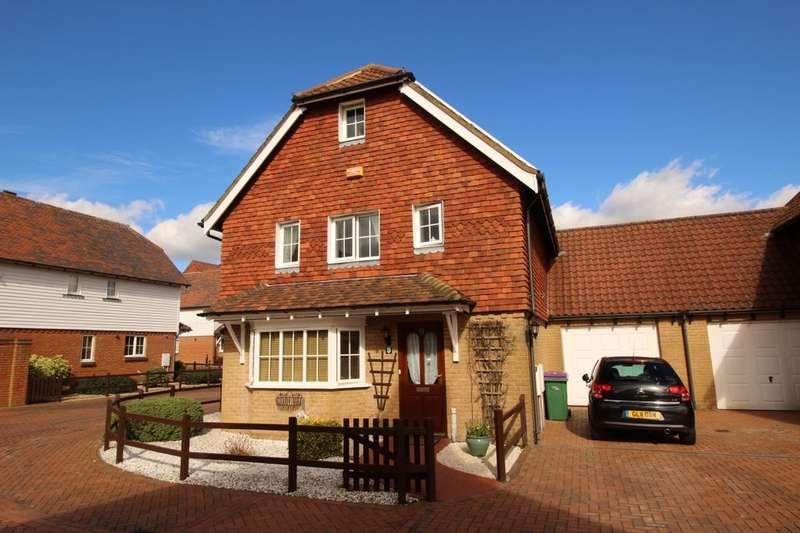 4 Bedrooms Detached House for sale in Sandpiper Road, Hawkinge, Folkestone, CT18