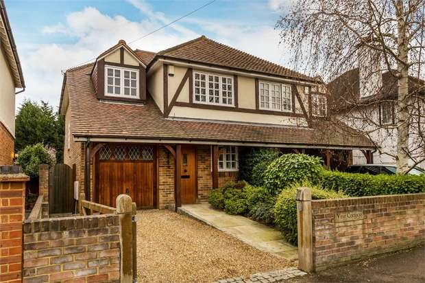 4 Bedrooms Semi Detached House for sale in Esher Avenue, WALTON-ON-THAMES, KT12 2SZ, Surrey