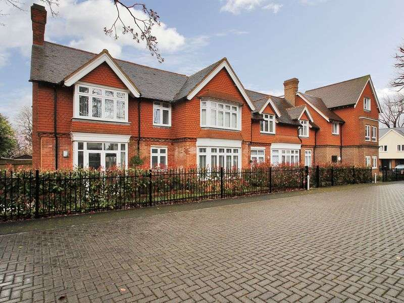 2 Bedrooms Flat for sale in Old School House, Ifield Green, Crawley, West Sussex