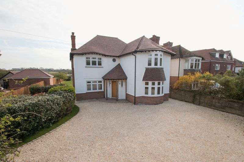 4 Bedrooms Detached House for sale in Stane Street, Westhampnett