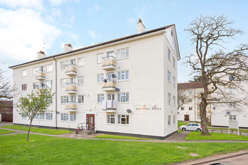 3 Bedrooms Flat for sale in Kingsnympton Park, Kingston Upon Thames, KT2