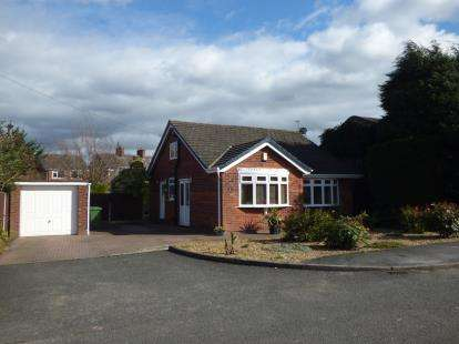 2 Bedrooms Bungalow for sale in Turnberry Close, Lymm, Cheshire