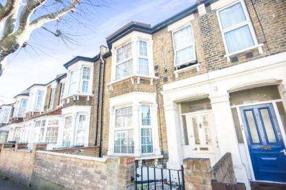 4 Bedrooms Flat for sale in London
