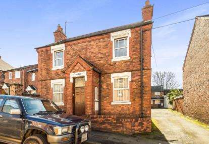 1 Bedroom Flat for sale in Clovelly Court, Kidderminster, Worcestershire