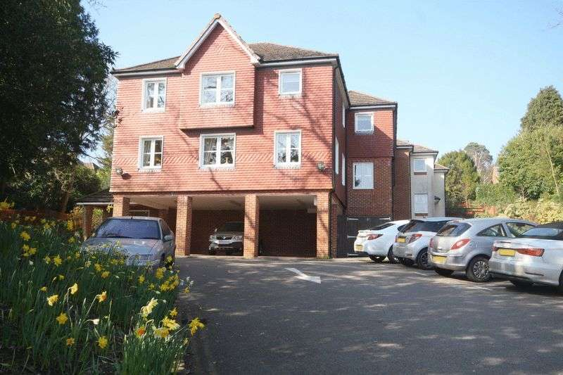 1 Bedroom Retirement Property for sale in Risingholme Court, Heathfield, TN21 8GB