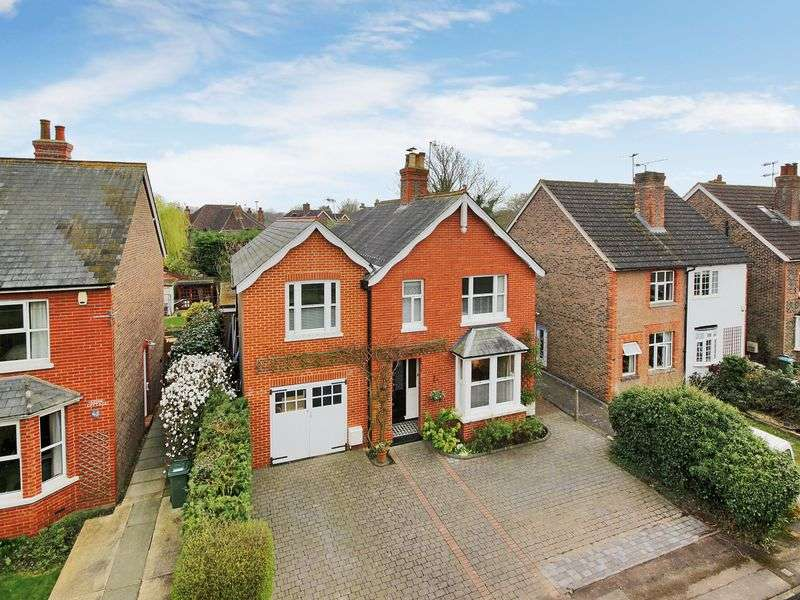 4 Bedrooms Detached House for sale in Church Road, Horley, Surrey