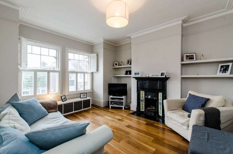 3 Bedrooms Flat for sale in Wix's Lane, Clapham Common North Side, SW4