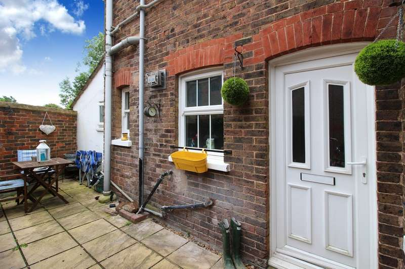 1 Bedroom Ground Flat for sale in Crawley Road, Horsham