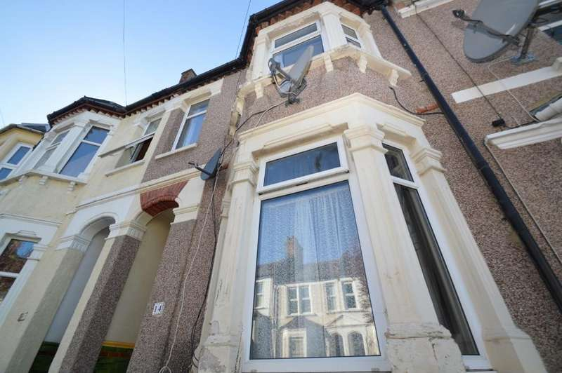 3 Bedrooms Terraced House for sale in Lucknow Street, Plumstead, London SE18