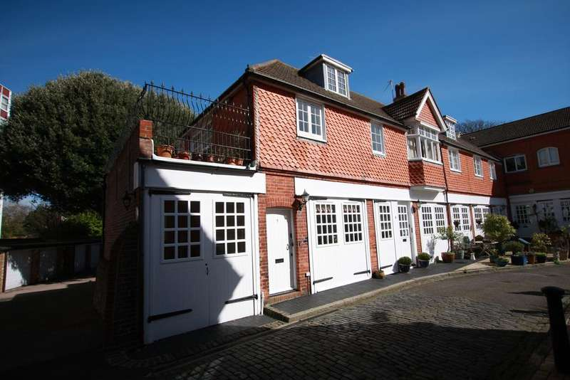 3 Bedrooms End Of Terrace House for sale in De Walden Mews, Eastbourne BN20