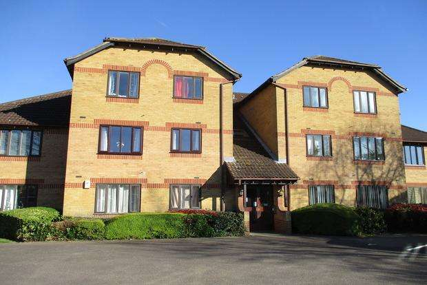 2 Bedrooms Flat for sale in Bordeaux Close, Duston, NN5