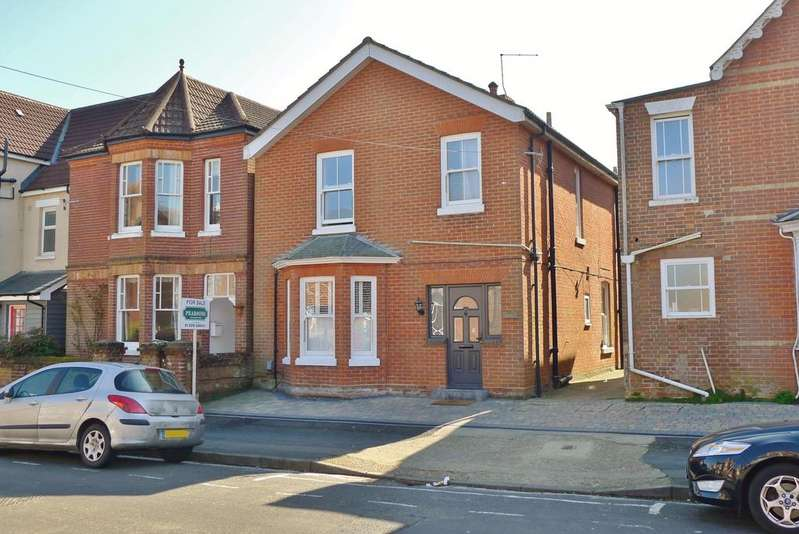 4 Bedrooms Detached House for sale in SOUTHAMPTON ROAD, FAREHAM