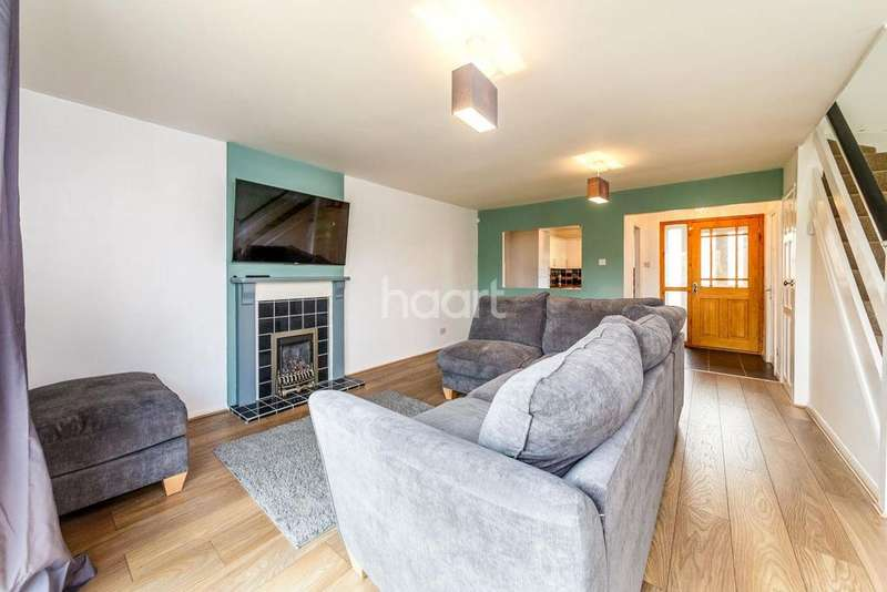 3 Bedrooms Semi Detached House for sale in Watton at Stone