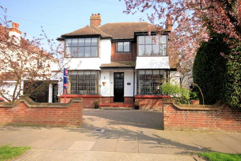 4 Bedrooms Detached House for sale in Clieveden Road, Thorpe Bay