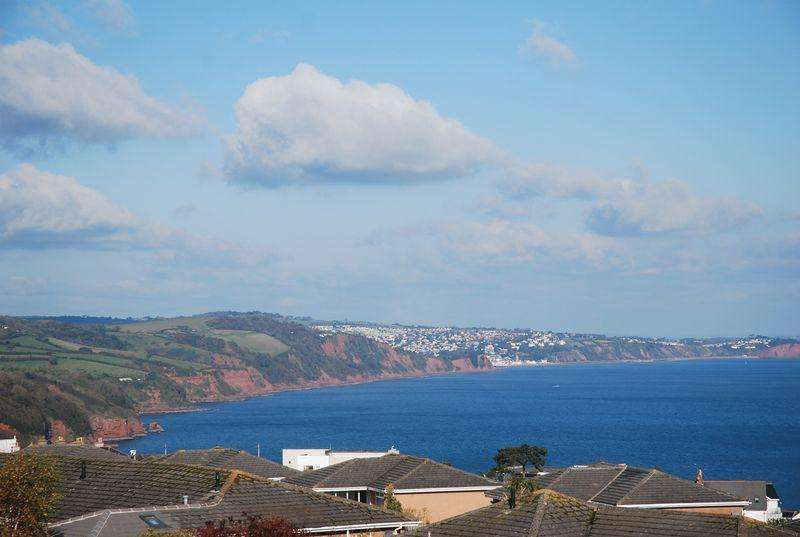 3 Bedrooms Terraced House for sale in Branscombe Close, Torquay