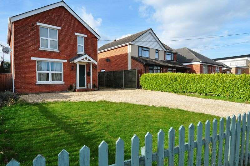 3 Bedrooms Detached House for sale in Spacious and Bright