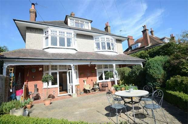 2 Bedrooms Flat for sale in Milton Road, Bournemouth, Dorset