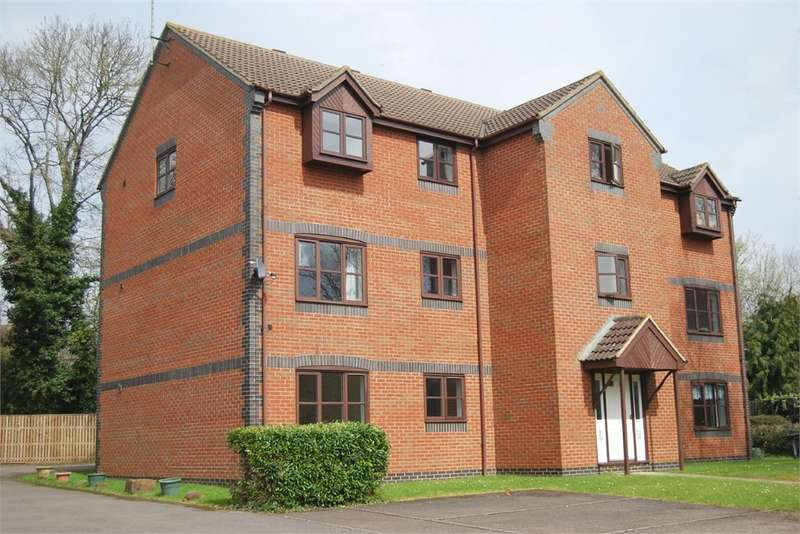 2 Bedrooms Flat for sale in Boakes Drive, Stonehouse, Gloucestershire