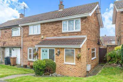 3 Bedrooms Semi Detached House for sale in Severn Drive, Northampton, Northamptonshire