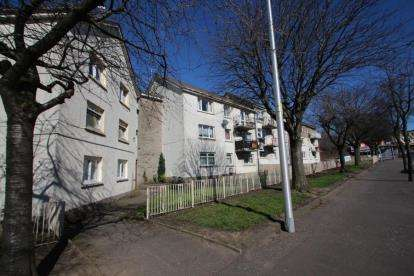 3 Bedrooms Flat for sale in Deedes Street, Airdrie, North Lanarkshire