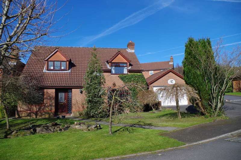 4 Bedrooms Detached House for sale in Cotswold Drive, Horwich