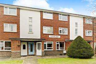 2 Bedrooms Flat for sale in Fairford Court, Grange Road, Sutton, Surrey