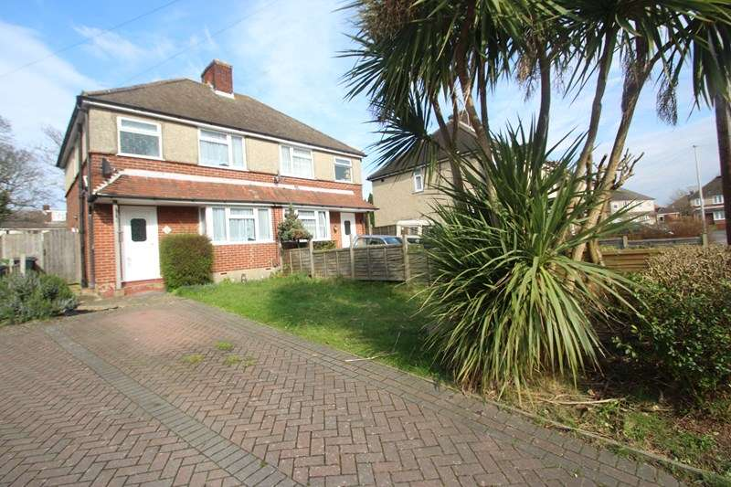3 Bedrooms Semi Detached House for sale in Yorke Way, Hamble, Southampton