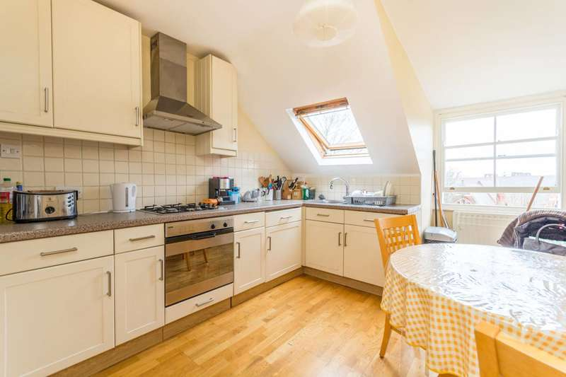 3 Bedrooms Flat for sale in Amhurst Park, Stamford Hill, N16
