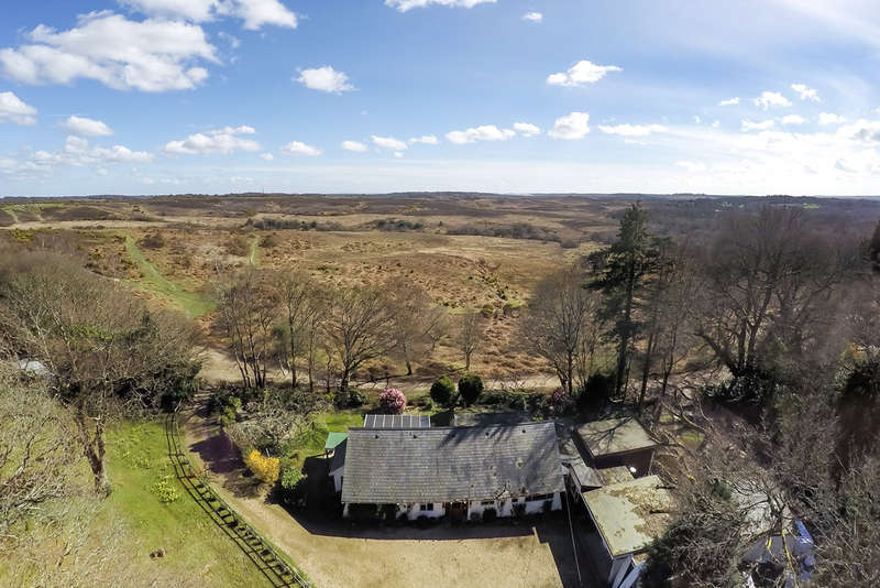 5 Bedrooms Chalet House for sale in Picket Hill, New Forest, Ringwood