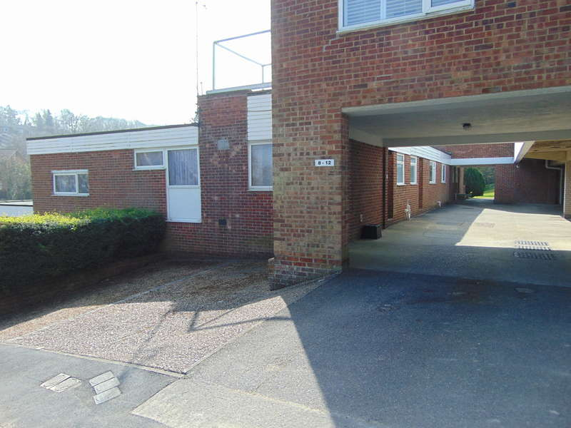 2 Bedrooms Maisonette Flat for sale in Cascades, Courtwood Lane, Forestdale, CR0 9HY