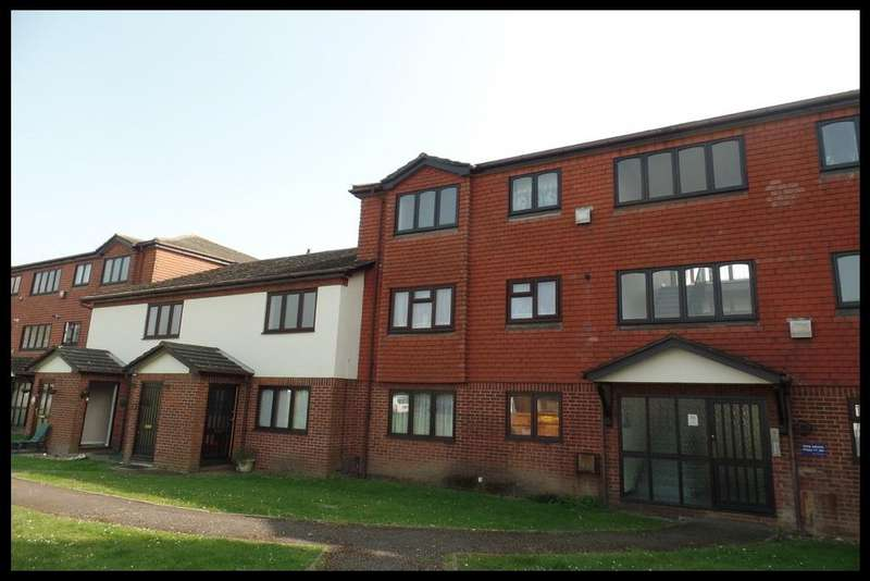 2 Bedrooms Flat for sale in Tate Mews, Old Redbridge, Southampton SO15