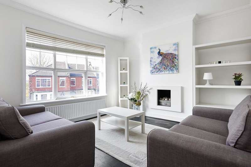3 Bedrooms Apartment Flat for sale in Radbourne Road, Balham, SW12