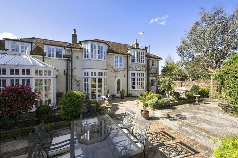 4 Bedrooms Detached House for sale in Hampton Court Road, Hampton, TW12
