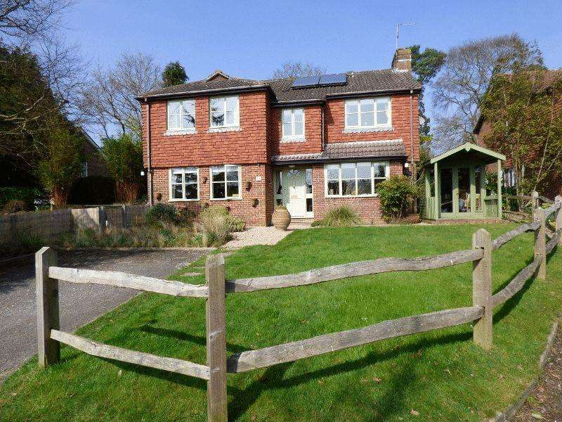 4 Bedrooms Detached House for sale in Springfield Close, Bolney