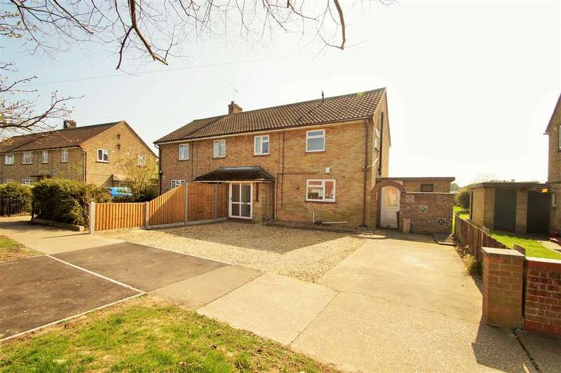 3 Bedrooms Semi Detached House for sale in Paxman Avenue, Shrub End, Colchester