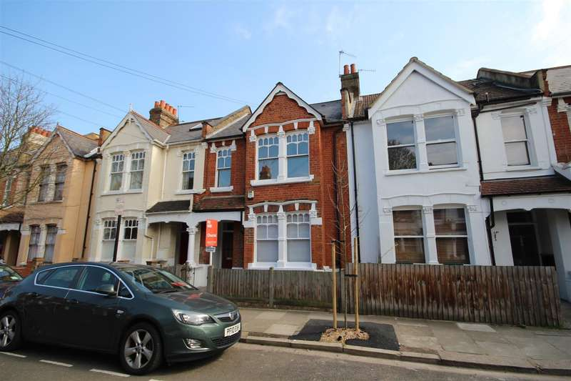 3 Bedrooms Flat for sale in Collingbourne Road, London